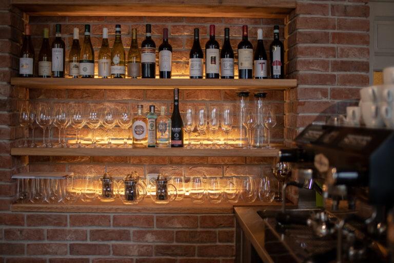 Bar vinotéka středomořská kuchyně restaurace Da Clara